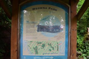 weowna sign trail entrance